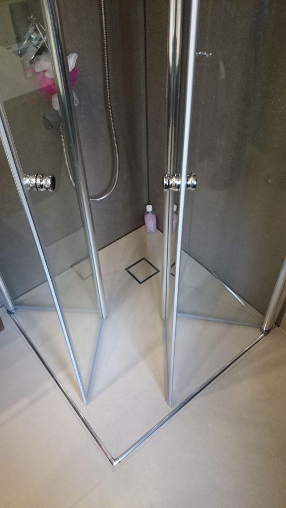 begehbare dusche bis 1 0 m einbaufertig mit kerlite belegt bodengleiche dusche ebenerdige. Black Bedroom Furniture Sets. Home Design Ideas